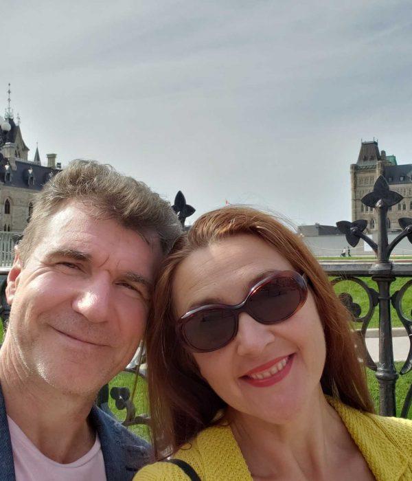 older-couple-traveling-ottawa-canada-parliament